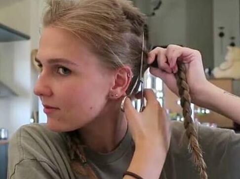 失恋剪头发唯美句子 关于剪头发重新开始的句子