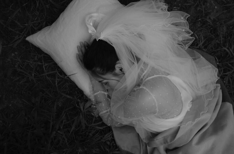 卑微到心痛的爱情句子 爱的太卑微太累的语录