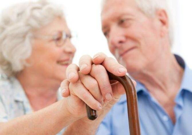 关于国际老人节的句子 尊敬老人的短句