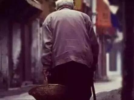 看到老人心酸的句子 心疼老人的句子