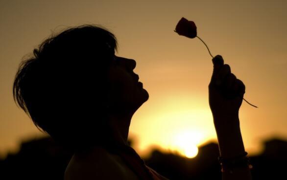 深夜里想你的句子 深夜想念一个人的情话
