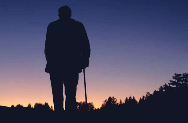 父亲老了很心酸的句子 心疼爸爸老了的句子