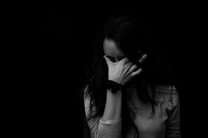 伤心的亲情句子 关于亲情伤心难过的句子