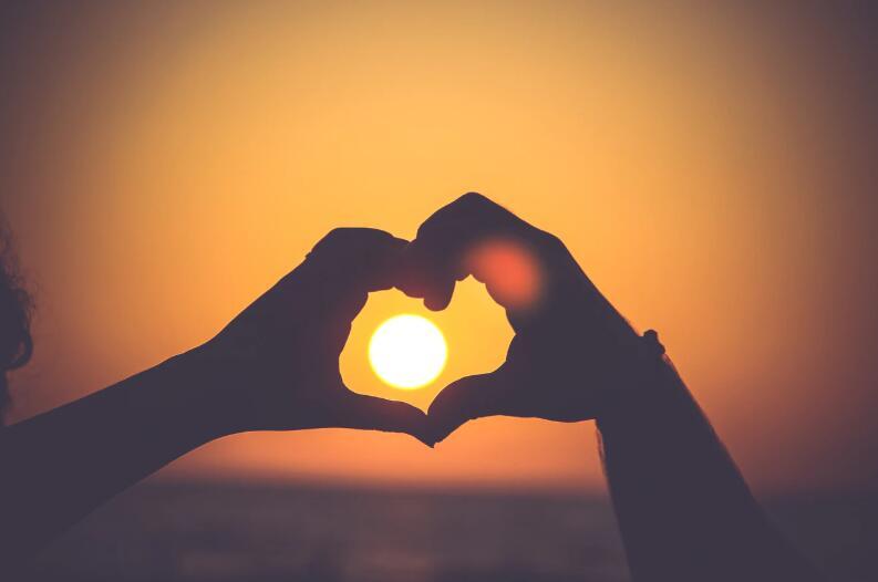 共度余生的爱情句子 爱情甜蜜长久的语录