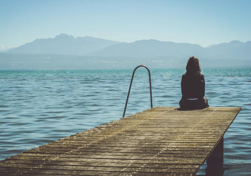 一个人心累的伤感句子 心累压抑伤感语录