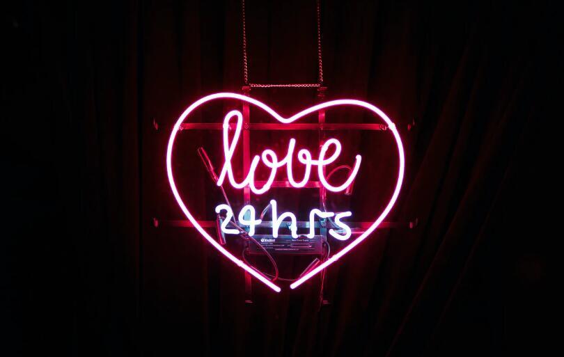 很甜的爱情短句 甜到炸的爱情句子