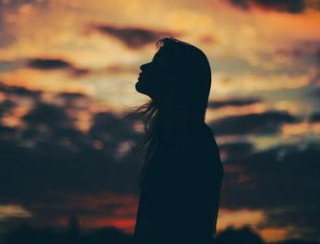 表达我不配的心酸句子 我不配得到你的爱的句子