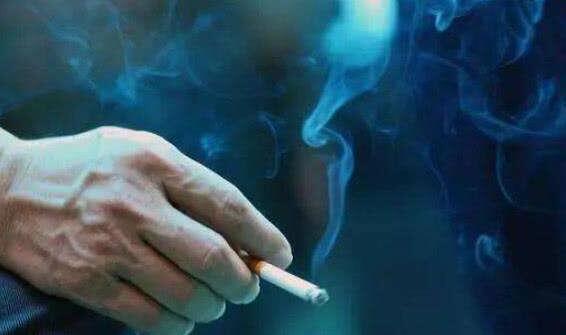 抽烟的伤感句子 烟不离手的伤感句子