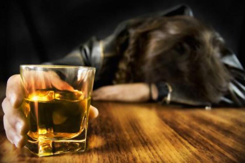酒醉伤感的句子 喝醉心痛的语录