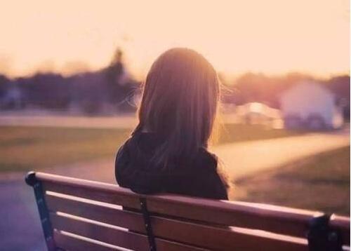 心烦好想哭的句子 心累好无助的说说