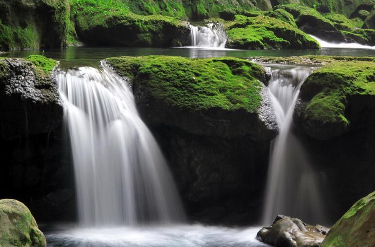 描写青山绿水的唯美句子