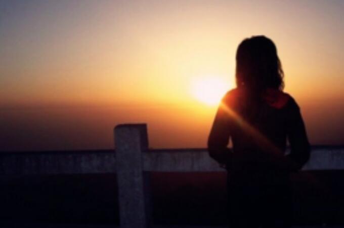 一个人难过伤心的句子 爱人离开自己难过伤心的句子
