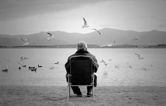 孤单想家人的句子说说心情