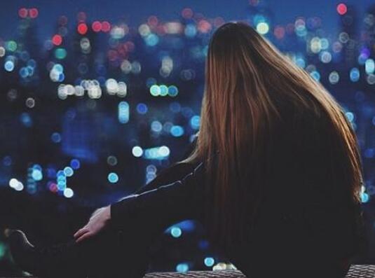 深夜失恋的伤感句子 失恋适合深夜发的说说