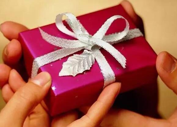 收到儿子礼物的心情短语 儿子送礼物的心情说说