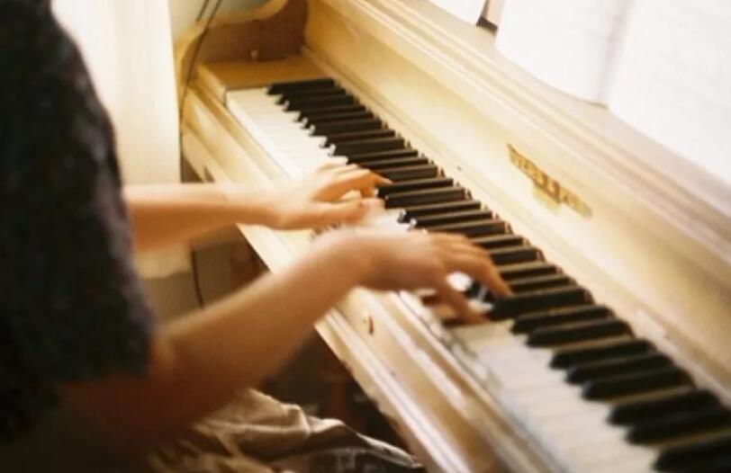 描述琴声优美的句子 描写钢琴声的优美语句