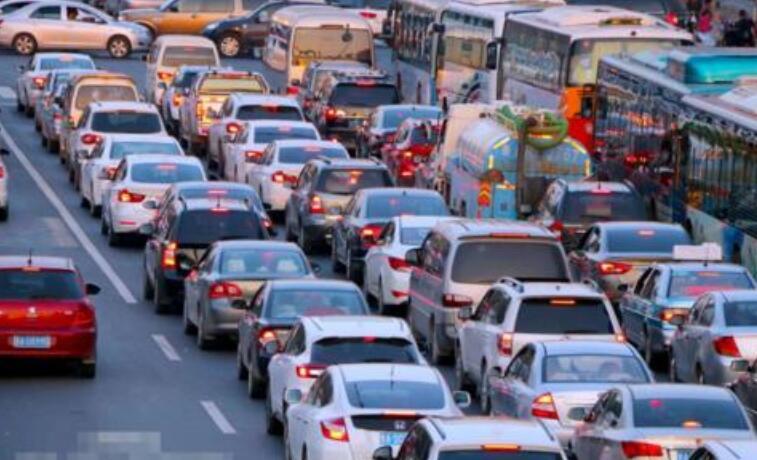 形容堵车的句子 形容路上堵车的搞笑说说