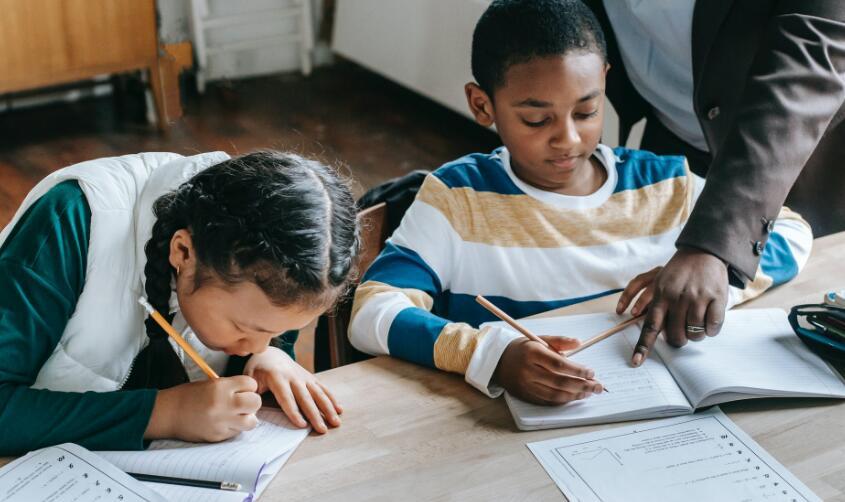 描写教室的优美句子 赞美教室环境优美的句子