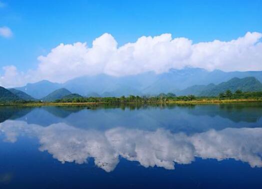 描写湖水清澈唯美句子 描写湖泊美景的句子