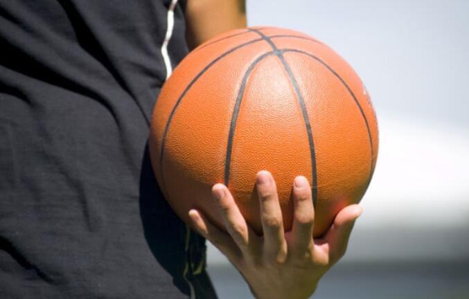 描写打篮球的优美句子 描写别人打篮球的优美句子
