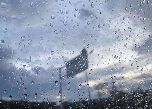 形容雨大心烦的句子 下雨心情低落无奈句子