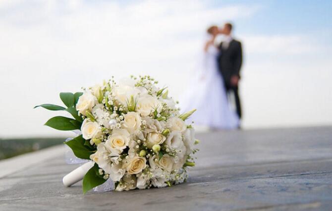新郎向新娘求婚的话 婚礼上新郎表白新娘的话