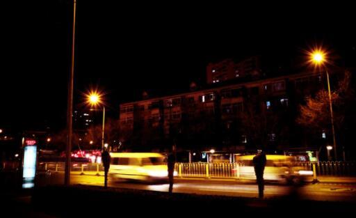 描写夜晚街头的句子