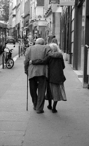 老一辈的爱情经典句子 为什么老一辈的爱情大多牵手就是一辈子