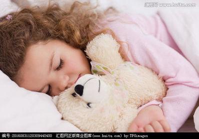 女生抱着小熊睡觉的语录 女生抱着公仔熊睡觉是不是更有安全感?