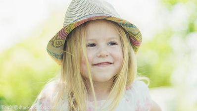 女孩灿烂笑容的句子 形容女孩子笑容甜美 温柔的诗句