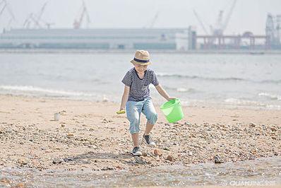 孩子海边玩耍的句子 关于海边游玩的句子