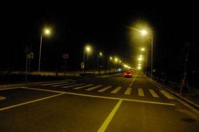 一个人欣赏夜景的句子 形容夜景的优美句子