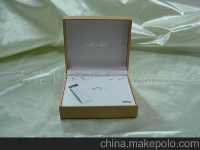 """赞美首饰盒的句子 形容""""戒指""""的句子有哪些?"""