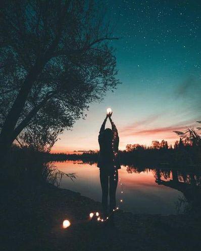 深夜孤独的感情句 描写一个人深夜在房间里孤独寂寞的唯美句子