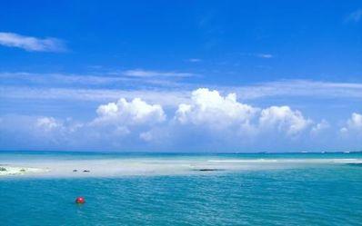 夏天的海优美句子 描写夏天的湖面的优美句子