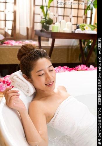 描写沐浴后女人的美句 描写美人沐浴的句子