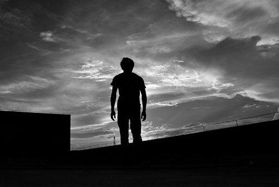 男生伤感孤独语录 男人孤单伤感的句子