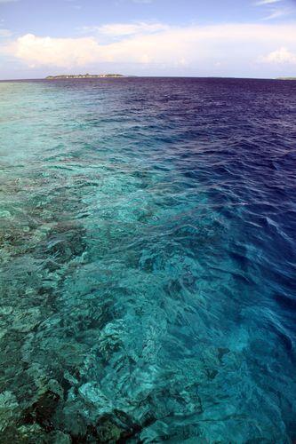 形容海水清澈蓝的语句 形容蓝色海水的成语有哪些?