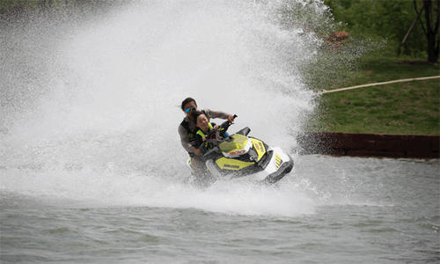 玩摩托艇的心情句子 说服顾客玩摩托艇的话语