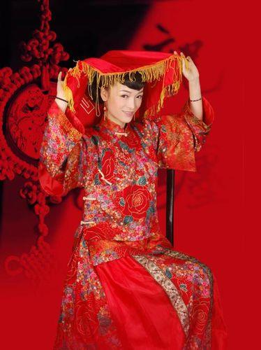 描写新娘穿秀禾的句子 新娘穿秀禾服婚礼主持词怎么说