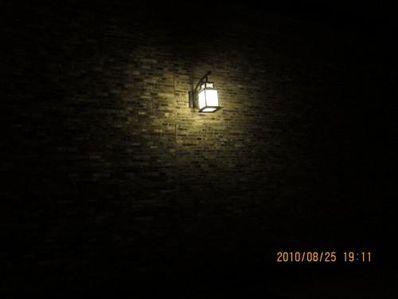 一盏灯一个人的句子